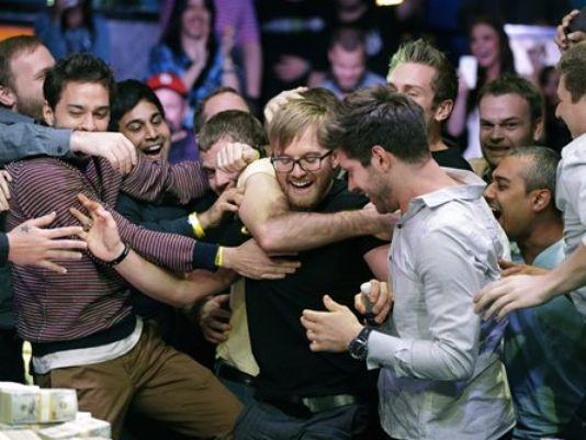 Card sharks swarm at Vegas poker extravaganza